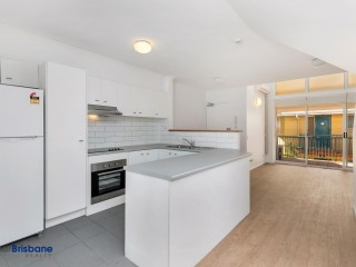View profile: Freshly Renovated 2 Bedroom Unit