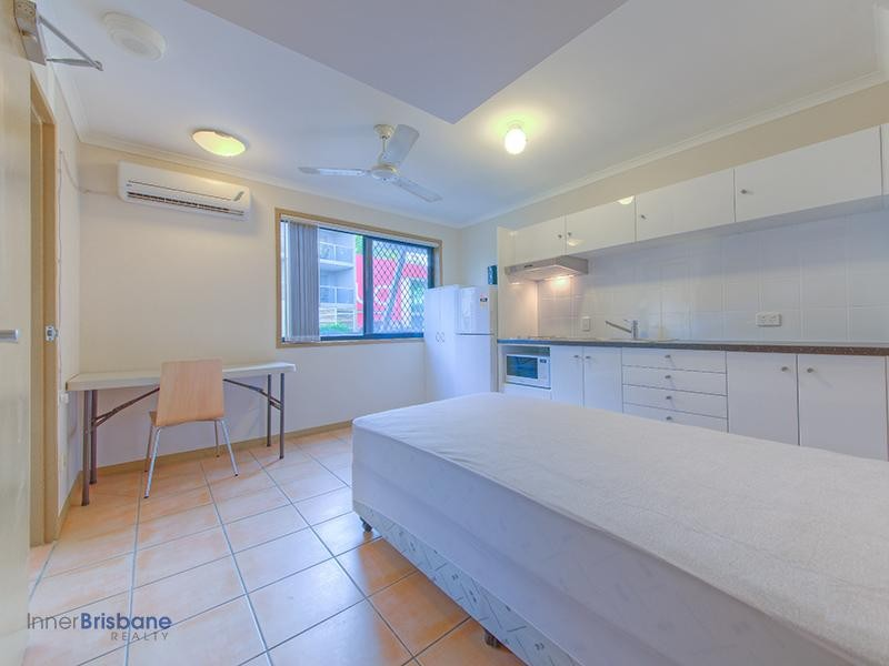Renovated Double Bed Studio - Furnished - All bills included