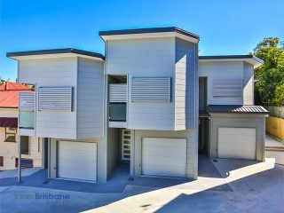 View profile: 4 Bedroom Townhouse - 5 Minutes to Everything!