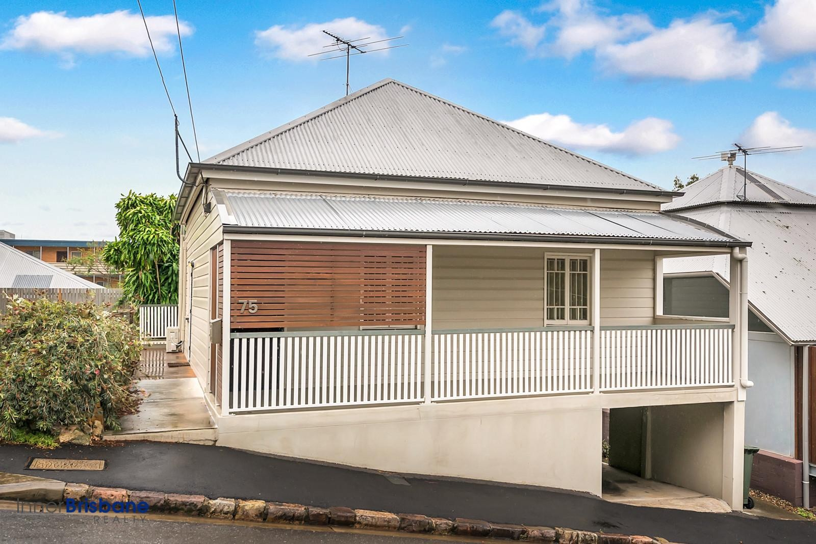 Great 4 Bedroom Home With Air Con