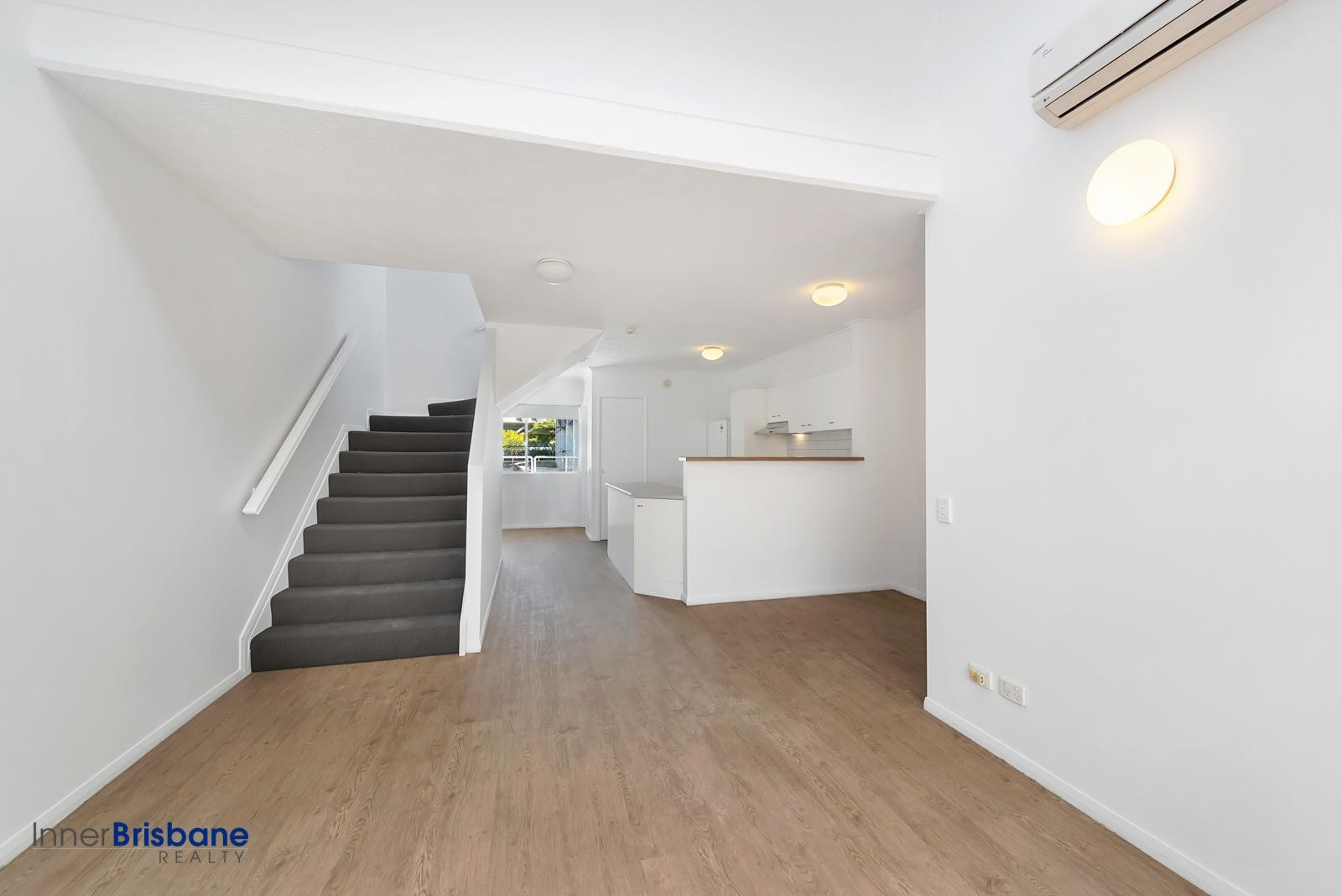Freshly renovated 2 bedroom unit in secure complex with - 2 bedroom units for rent brisbane ...