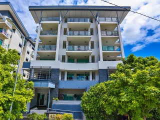 View profile: Modern 2 bedroom Unit in Great Location