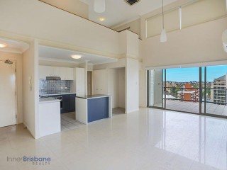 View profile: 2 LEVEL 3 BED APARTMENT - AMAZING VIEWS!!