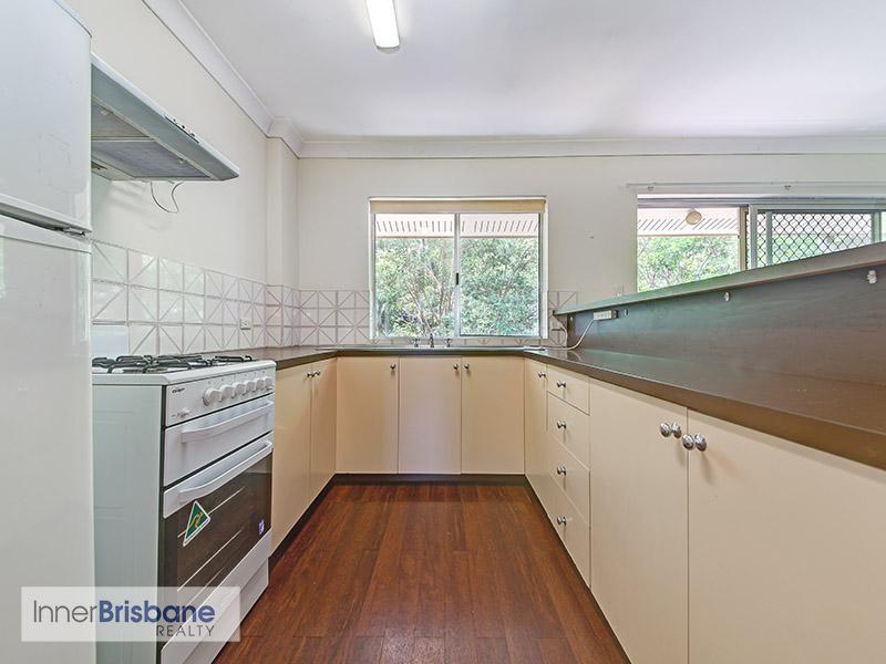 2 Bedroom Top Floor Unit In Quiet Complex Unfurnished Windsor Id 435